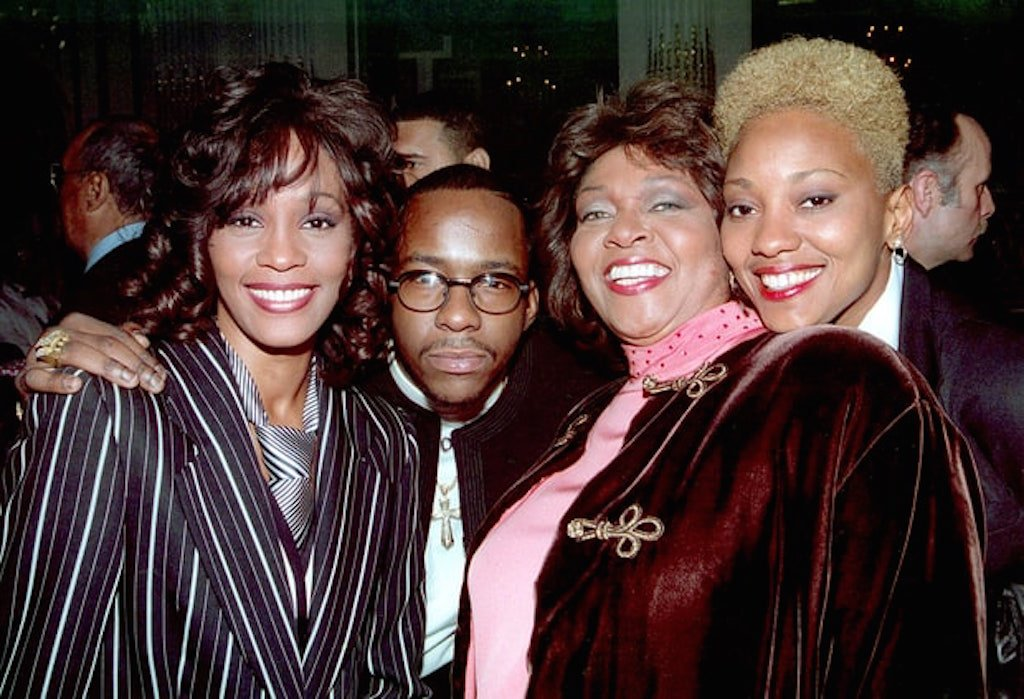whitney-houston-bobby-brown-cissy-houston-and-robin-crawford-zoom-d8eda2e5-2184-43ae-9657-15fb21c334cb